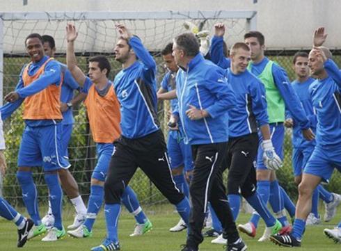 Ръководството на Левски изгледа тренировката на отбора Img_83894