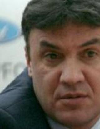 Разпитват Боби Михайлов за крадена кола