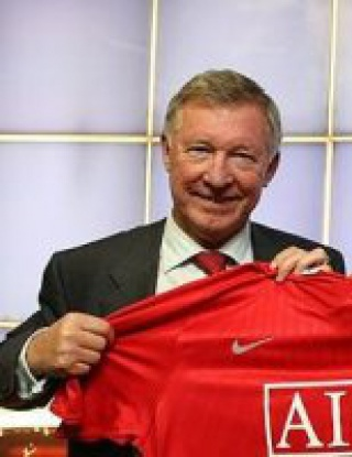 Бербатов титуляр срещу Ливърпул
