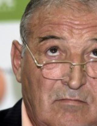 Пенев взе 18 футболисти за дербито със Славия