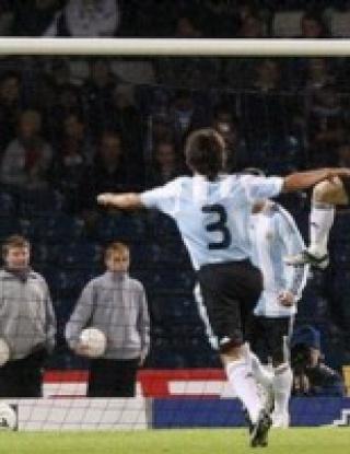 Аржентина с победа при дебюта на Марадона (видео)