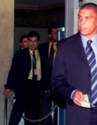 Роналдо няма да се отказва, подписва с Коринтианс