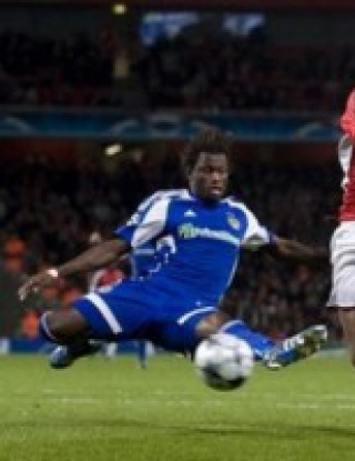 Спорен гол носи победата на Арсенал (видео)