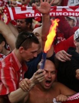 Бой между феновете на Локо Мездра и ЦСКА (видео)