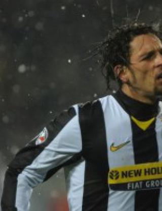 Милан поиска Амаури преди дербито с Ювентус