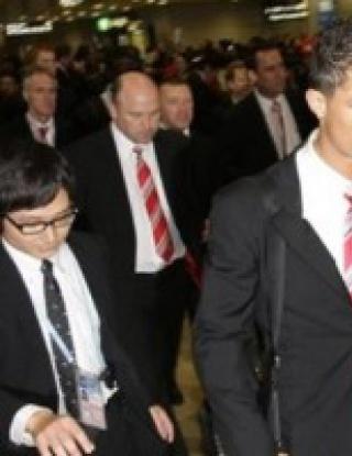Почерпените играчи на Юнайтед кацнаха в Токио