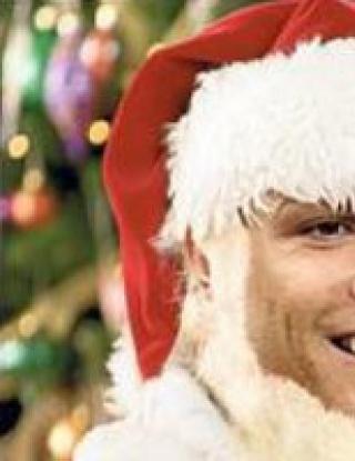 Роналдо слага украса за Коледа