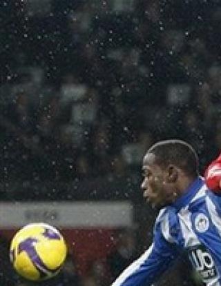 Юнайтед втори след успех над Уигън, Рууни се контузи