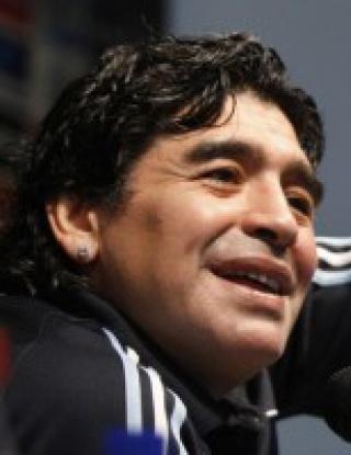 Марадона: Гласувах за Роналдо, но Меси е №1
