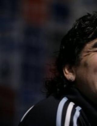 Марадона бесен на ФИФА заради Меси