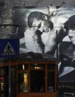Дейвид Бекъм и Виктория голи в центъра на Милано