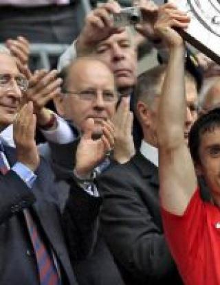 И Гари Невил преподписа с Юнайтед