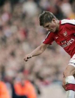 Арсенал се изложи при дебюта на Аршавин
