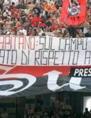 Феновете на Милан изпратиха Малдини с освирквания