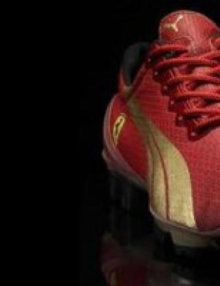 Наш национал ще играе с уникални обувки
