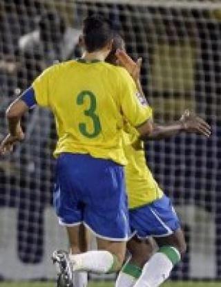 """Бразилия удари трудно Парагвай, Нилмар герой за \""""кариоките\"""""""