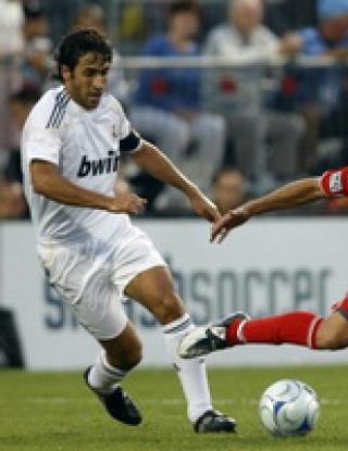 Реал Мадрид разби Торонто при дебюта на Кака и Шаби Алонсо
