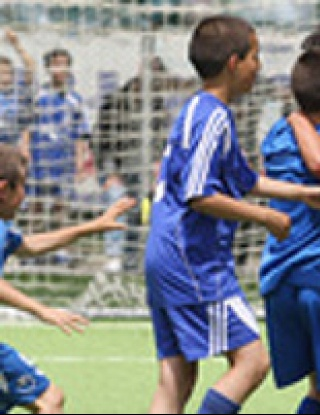"""Млади футболни таланти започнаха съревнованието за купа """"Ангел Атанасов"""""""