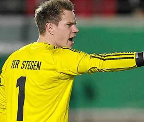 Тер Щеген се контузи, пропуска старта на сезона