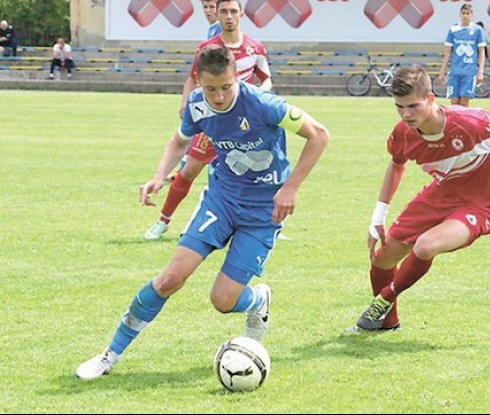 На 16 години синът на Боримиров влиза в Левски