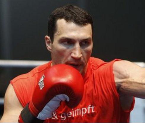 Може да отнемат една от световните титли на Кличко