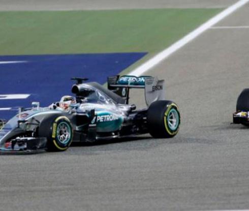 Хамилтън с безапелационна победа в Бахрейн