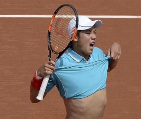 Нишикори е на една победа от защита на титлата в Барселона