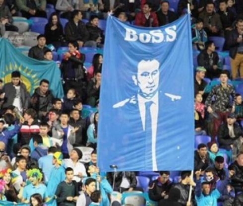 Мъри Стоилов вече е идол за феновете в Казахстан