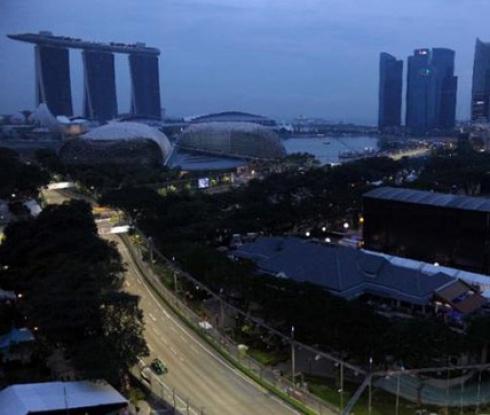 Затвор за фена, изтичал на пистата в Сингапур