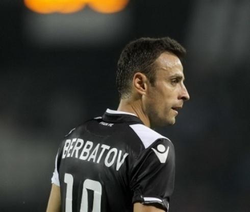 Изгониха Бербатов за удар на съперник