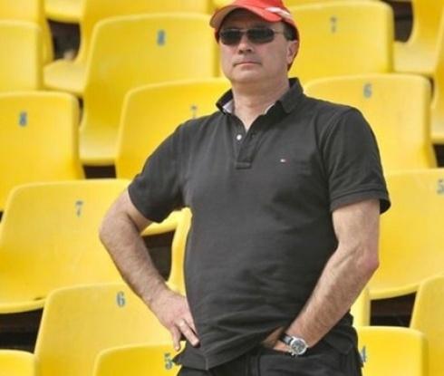 Кокала заби юмрук и подгони с бухалка треньор от школата на Левски
