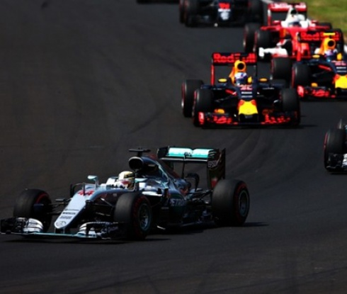 Хамилтън поведе в битката за титлата след триумф в Гран При на Унгария