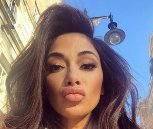 Фенове за Никол: Какво си направила с устните си?