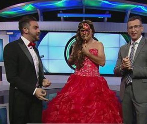 Доказаха, че Стоичков е облякъл червена рокля (видео)