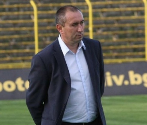 Стоилов: Мястото на Сираков не е в ЦСКА