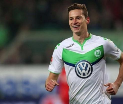 Волфсбург заменя Дракслер с полузащитник на Аякс