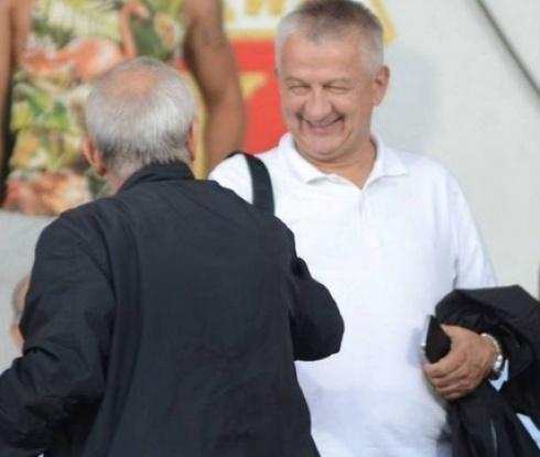 Собственикът на Локо Пловдив скочи в ледена река (видео)