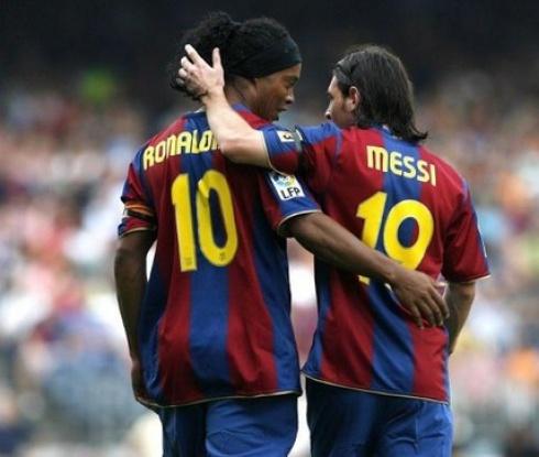 Официално: Роналдиньо отново е част от Барселона
