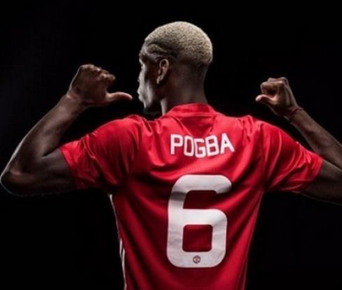 Фенове на Юнайтед замерят Погба с чиния в ресторант, причината е банална
