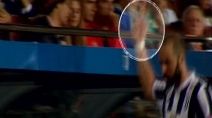 Игуаин показа среден пръст на феновете на Барса (видео)