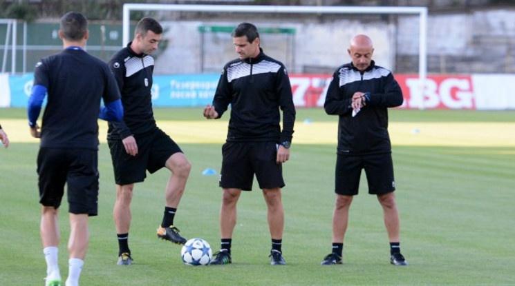 Емануил Луканов остава треньор на Черно море