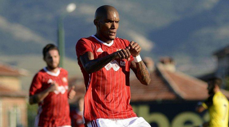 Каранга: Искам да играя за България
