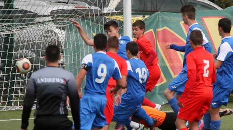 Четири български клуба получават по 100 хиляди долара от Китай
