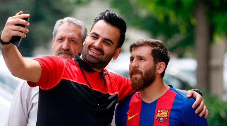 Иранският Меси предизвика фурор в Барселона