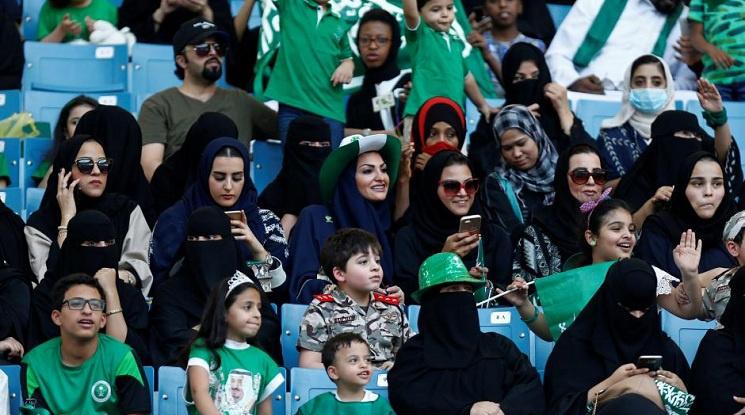 Допускат жени на три стадиона в Саудитска Арабия