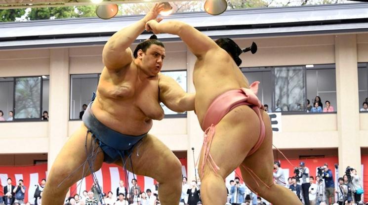 Аоияма спечели стартовата си схватка във Фукуока