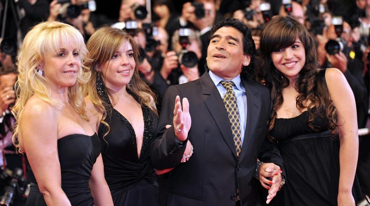 Марадона иска арест за една от дъщерите му