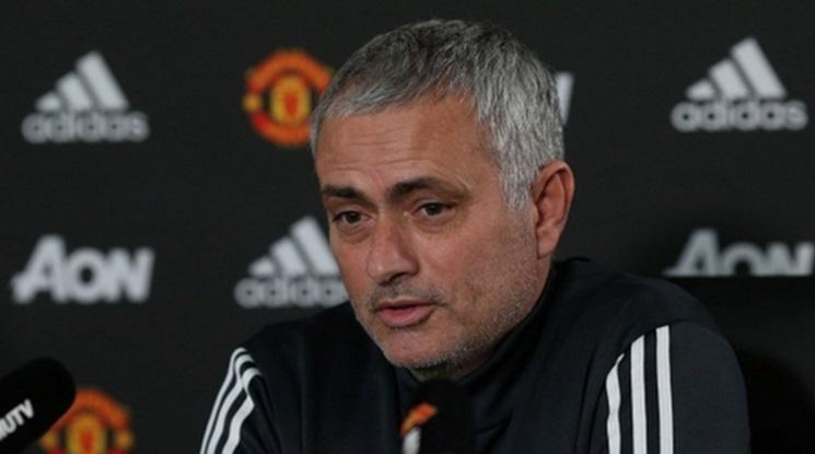 """Моуриньо със """"специална"""" критика към халф на Юнайтед"""