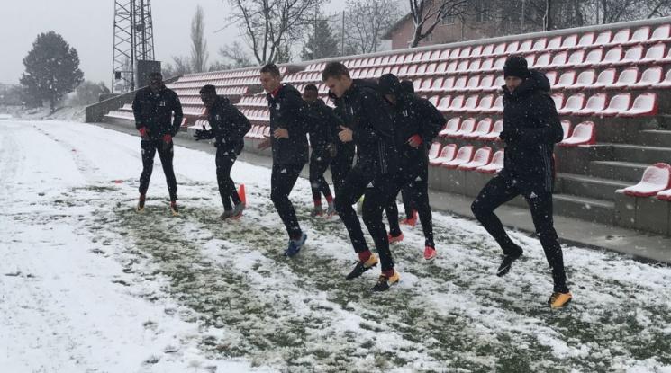 ЦСКА тренира в снега