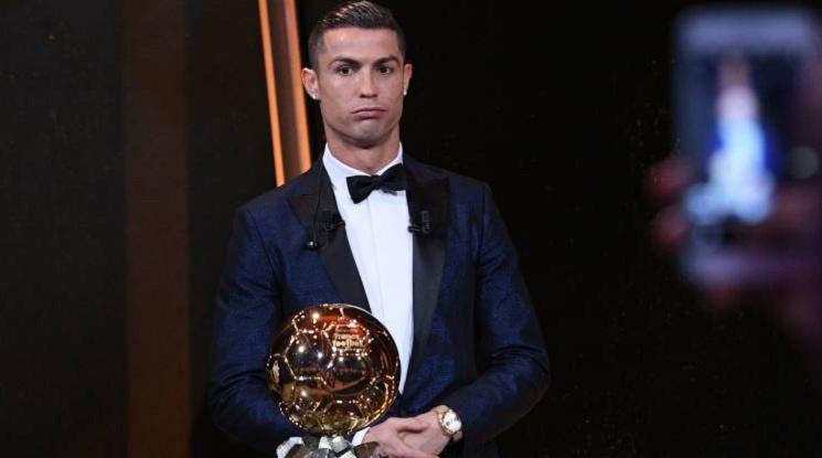 """Официално: Роналдо взе петата """"Златна топка""""!"""